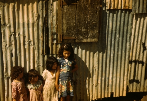 Jack_Delano,_Children_in_a_company_housing_settlement,_San_Juan,_Puerto_Rico,_1941.jpg